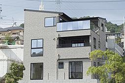 -眺望最前線-  広島市街を一望する3階建ての邸宅。