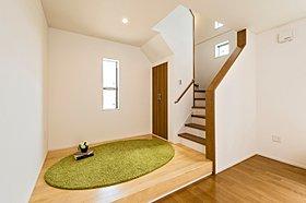階段横に設けた小上がりは、お子様の遊び場に活躍します。
