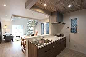 リビング全体を見渡せるキッチン空間