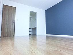 ※当社施工例  ベッドルーム。大きな家具がないのでレイアウトも思いのまま。