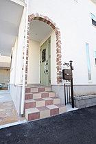 当社施工例 関ドアや玄関ポストもオシャレなお家を演出