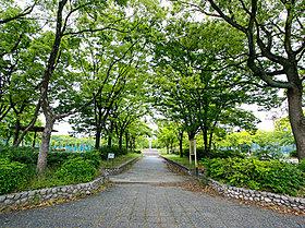 楠公園まで徒歩約3分。