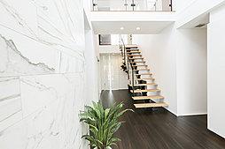 間接照明を用い、おしゃれな雰囲気で家族やお客様を迎える玄関。