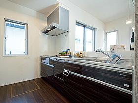 壁をつけることで、程よくLDKからの視線を遮るキッチン