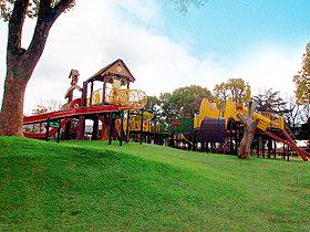 自然に囲まれた久宝寺緑地が歩いてすぐの恵まれた環境!