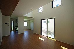 19帖のLDKには大容量の壁面収納があり、お部屋がスッキリ片付きます!