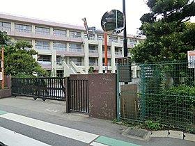 夏見台小学校:徒歩5分(400m)