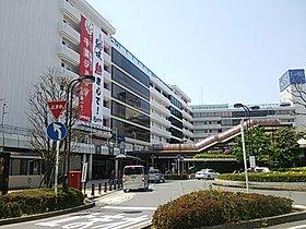 船橋駅北口と東武百貨店