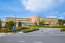 近畿大学医学部奈良病院(徒歩6分)25もの診療科があります