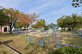 高良ヶ谷公園(徒歩1分)に隣接