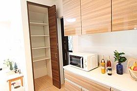 モデルハウス3-10 ミセスコーナーは小物を飾る棚付きです。