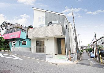 現地(2018年06月)撮影 稲毛区天台の閑静な住宅地内に、注文住宅仕様のハイクオリティな新築分譲住宅になります。