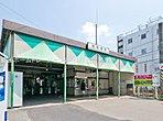 京王電鉄相模原線「京王稲田堤」駅周辺は閑静な住宅地です。南口は、「京王駅前通り」と呼ばれる商店街が稲田堤駅に至るまで東西に走っており、南武線との乗り換え客などもあり、商店街は活気に溢れています。