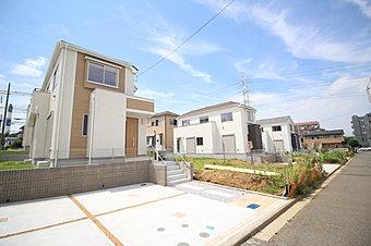横浜市営地下鉄ブルーライン「センター南」駅 徒歩17分♪49坪超の敷地面積を実現したゆとりの1期 全16棟のご紹介です。2期の土地とあわせて全31区画の新しい街が誕生いたします♪
