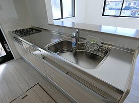 キッチンの天板は人造大理石かステンレスかを選べます