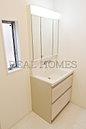 【洗面化粧台】三面鏡は女性には嬉しいアイテム 鏡の裏側にも沢山の収納スペースがあります。