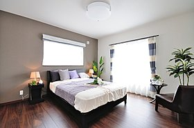 ワイドな寝室です。大きなクローゼットが魅力です。