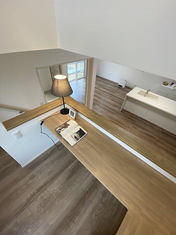 【2号棟 スキップフロア】18帖のL.D.K。全館の床材にはトリニティーを採用。