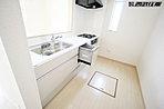 便利な食洗器付きのシステムキッチン