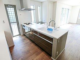 対面式でフルオープンのキッチン(A号棟)