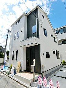陽当たりの良い敷地にスタイリッシュな新邸が3棟登場!ぜひお気軽にご内覧ください。