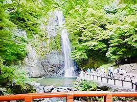 ■週末には箕面大滝へハイキングで心をリフレッシュ