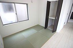 1号棟:お子様の成長に合わせて間仕切りできる便利な洋室