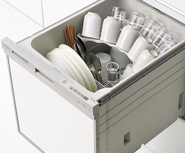 【【クリナップ】食器洗い乾燥機】ビルトインタイプ食器洗い乾燥機なら、カウンター上はいつもすっきりで、今まで手洗いにかけていた時間をご家族との時間に使えます。