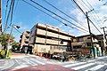 東急東横線「綱島」駅フラット徒歩10分 前面道路6m以上、向かいには公園が広がり開放感