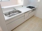 2号地室内写真 システムキッチンは嬉しい食洗機付きです!