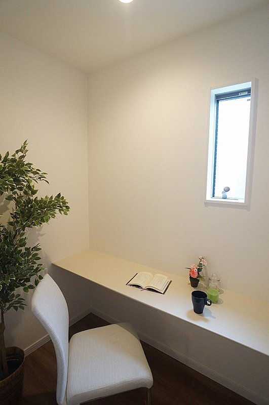 【フリースペース(同仕様施工例)】洗濯を畳んだり、書斎やちょっとした趣味をするスペースにもなります!
