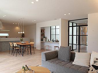 【当社施工例】 外観デザインも自由に。ご家族に合ったスタイルで世界に1つだけのマイホームをご提案致します。