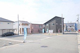 現地写真。落ち着いた環境が魅力の街「ストークガーデン東野添II」