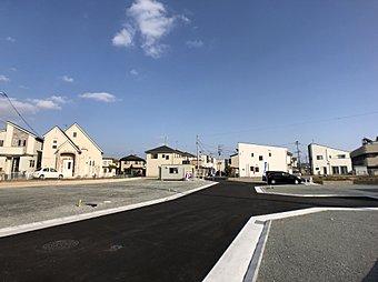 現地写真。南向きの日当たりの良い区画で住む人の個性に合わせた自由設計対応。