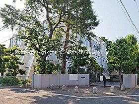 練馬区立開進第三中学校・・距離約390m(徒歩5分)