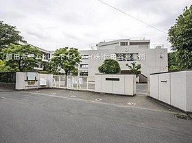 狛江市立狛江第一中学校・・距離約100m(徒歩2分)