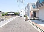 現地と前面道路の様子です。 世田谷区喜多見7丁目