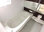 浴室(B号棟) 広々とした浴室で日々の疲れをリセット。雨の日のお洗濯に便利な浴室乾燥機完備で忙しいママをサポートします