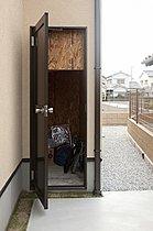 ■収納内は洗えように、コンクリート仕上げとし、ガンガン使える