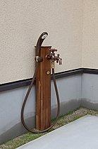 ■屋外水栓は、シャワーも完備、道具の洗浄や海帰りにも便利
