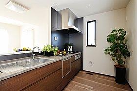 広さも収納もゆとりのある「キッチン」