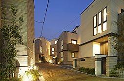 建物と、堀や外構などの建物以外の部分の材料を合わせて使用することで、街全体の雰囲気がトータルで演出されるように意識した街区デザイン。