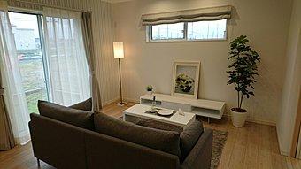 風通しの良いリビングは和室と合わせて20帖大の広々空間です。