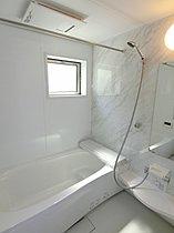 1坪タイプの広々とした浴室♪