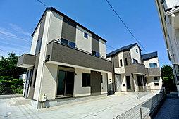 ~緑と光に包まれたデザインハウスで優雅な暮らし、固定階段による...