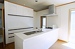 人気の対面式システムキッチンを採用しています。