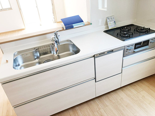 【ビルトイン浄水器】浄水器付きのシステムキッチン。不純物やサビ等の汚れを除去し、毎日安全でキレイなお水をお使いいただけます。