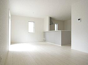 断熱性に優れたペアガラスを全窓に採用し、快適な居室空間。