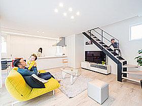 部屋を白くすると家具が映えますね!広く見せる効果もあります。