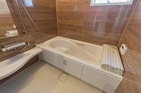 【Bath room】高級感溢れるカラーと大きさ